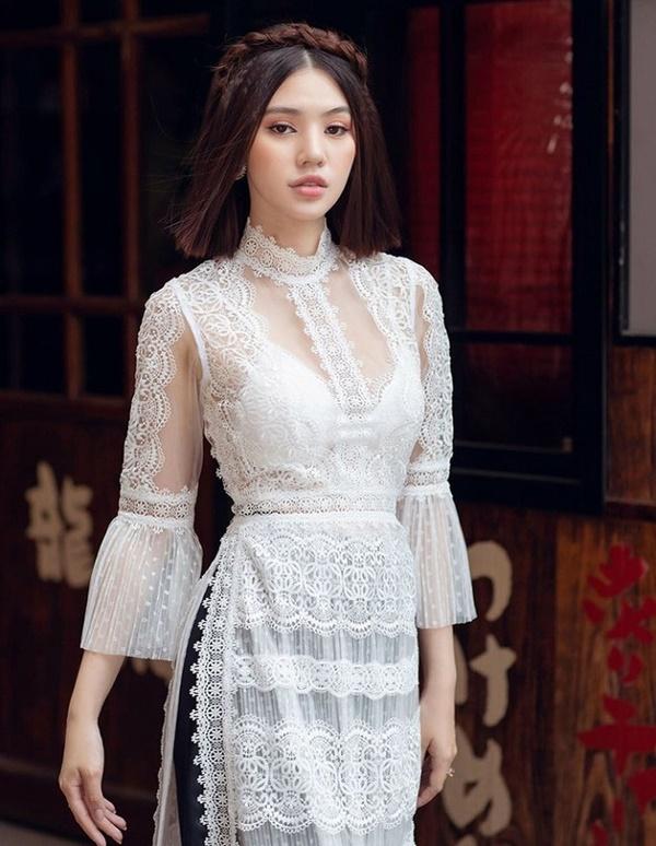 Mặc áo dài lộ nội y: Tăng Thanh Hà, Trần Tiểu Vy gây tranh cãi nhất?-16