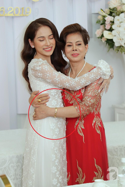 Cô dâu Sara Lưu lộ vòng 2 bất thường trong khoảnh khắc chụp nghiêng-2