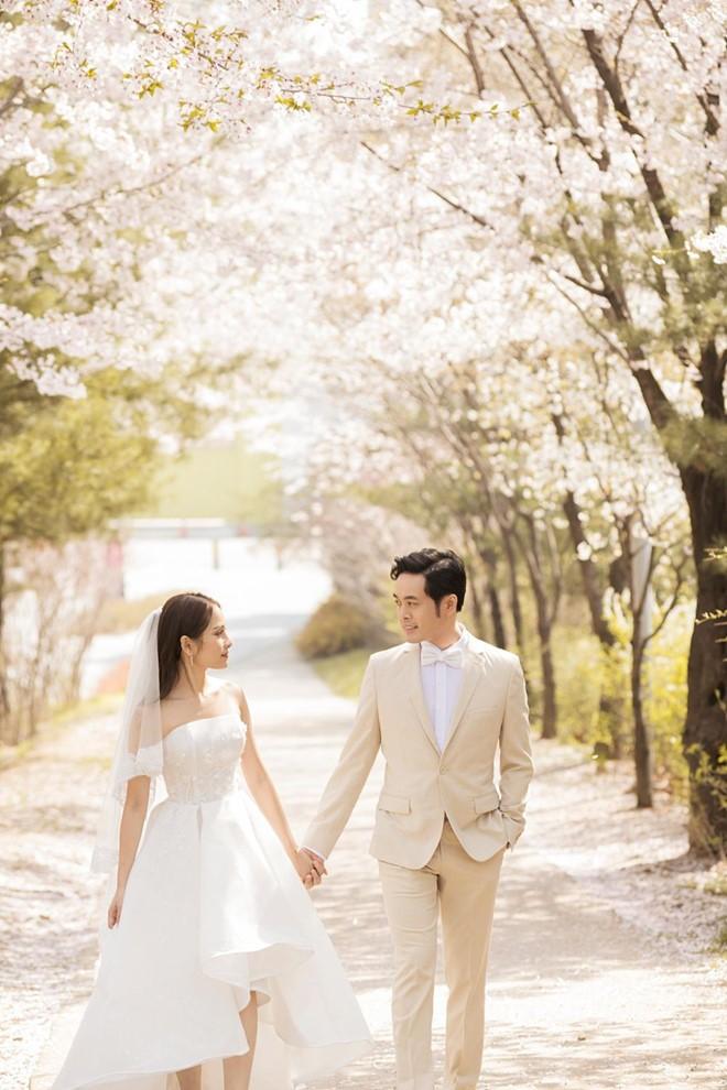 Cô dâu Sara Lưu lộ vòng 2 bất thường trong khoảnh khắc chụp nghiêng-3