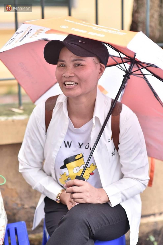 Người mẹ bị ung thư xin viện về nhà đưa con đi thi: Con gái tha thiết mong mẹ chỉ đến 1 hôm thôi là hạnh phúc rồi!-2