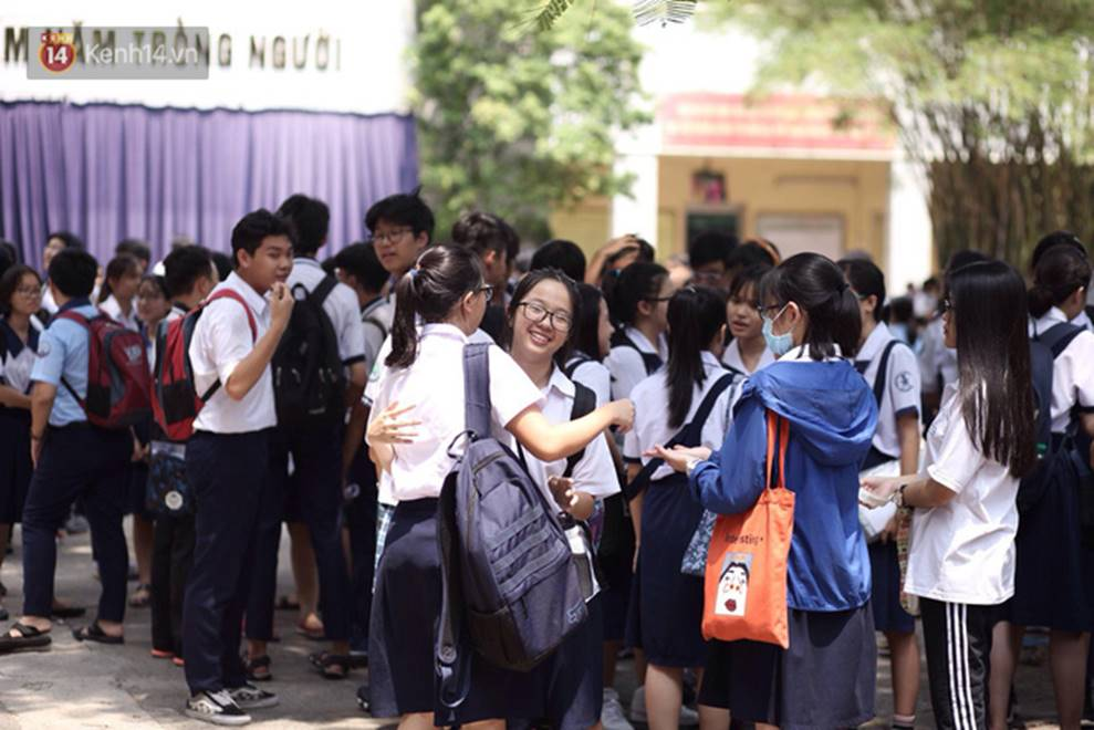 Đề thi Tiếng Anh lớp 10 tại TP HCM khó, nhiều thí sinh buồn bã vì không làm được bài, sợ điểm liệt-5