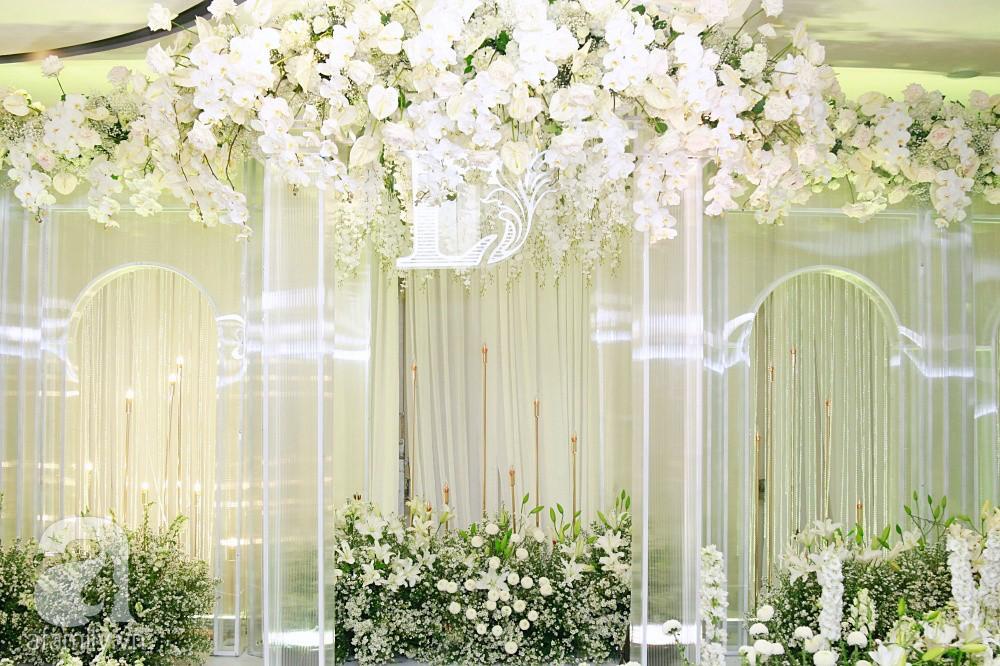 Cận cảnh không gian tiệc cưới xa hoa với thực đơn 5 sao đắt đỏ và hoa tươi tiền tỷ của Dương Khắc Linh - Sara Lưu-2