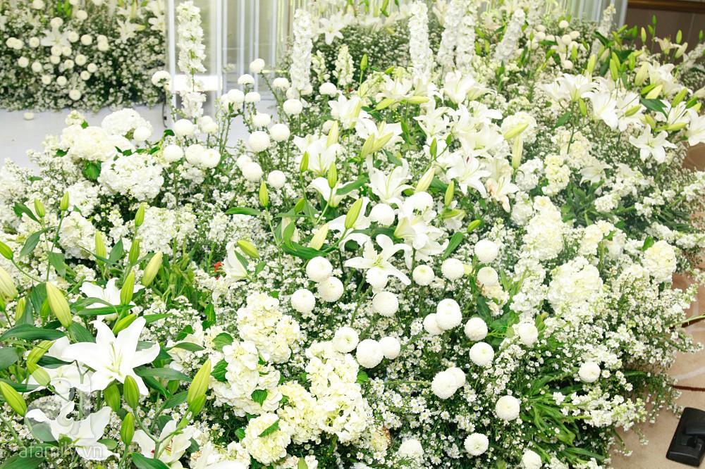 Cận cảnh không gian tiệc cưới xa hoa với thực đơn 5 sao đắt đỏ và hoa tươi tiền tỷ của Dương Khắc Linh - Sara Lưu-3