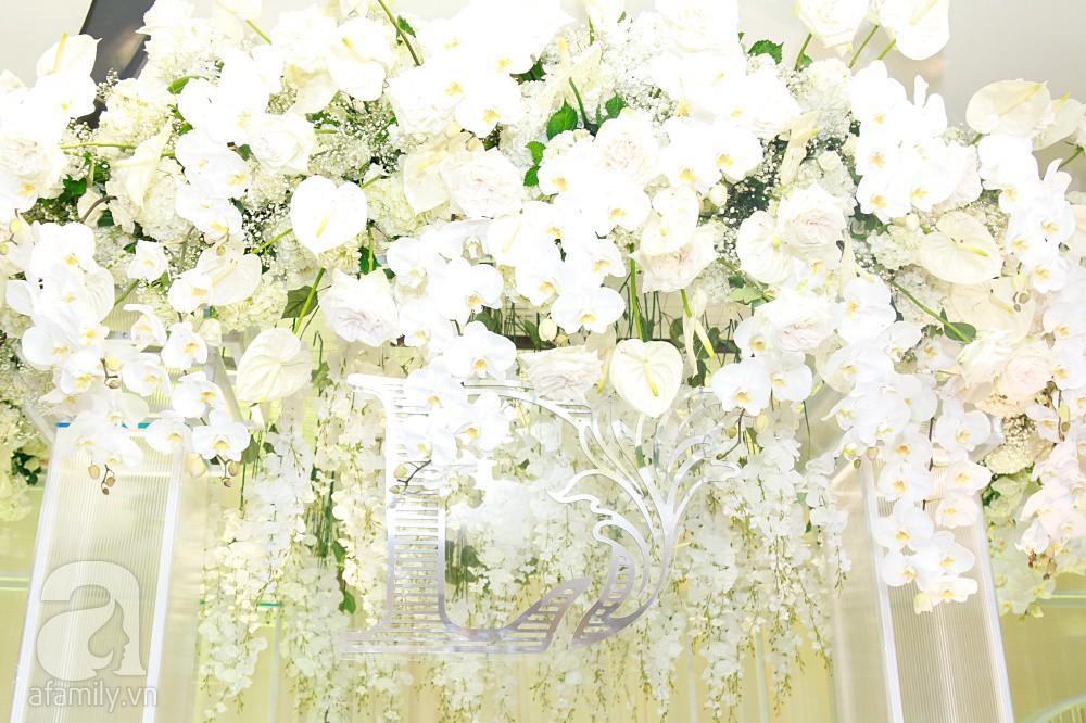 Cận cảnh không gian tiệc cưới xa hoa với thực đơn 5 sao đắt đỏ và hoa tươi tiền tỷ của Dương Khắc Linh - Sara Lưu-11