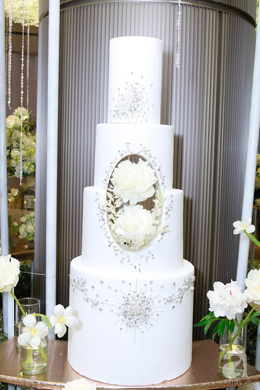 Cận cảnh không gian tiệc cưới xa hoa với thực đơn 5 sao đắt đỏ và hoa tươi tiền tỷ của Dương Khắc Linh - Sara Lưu-12