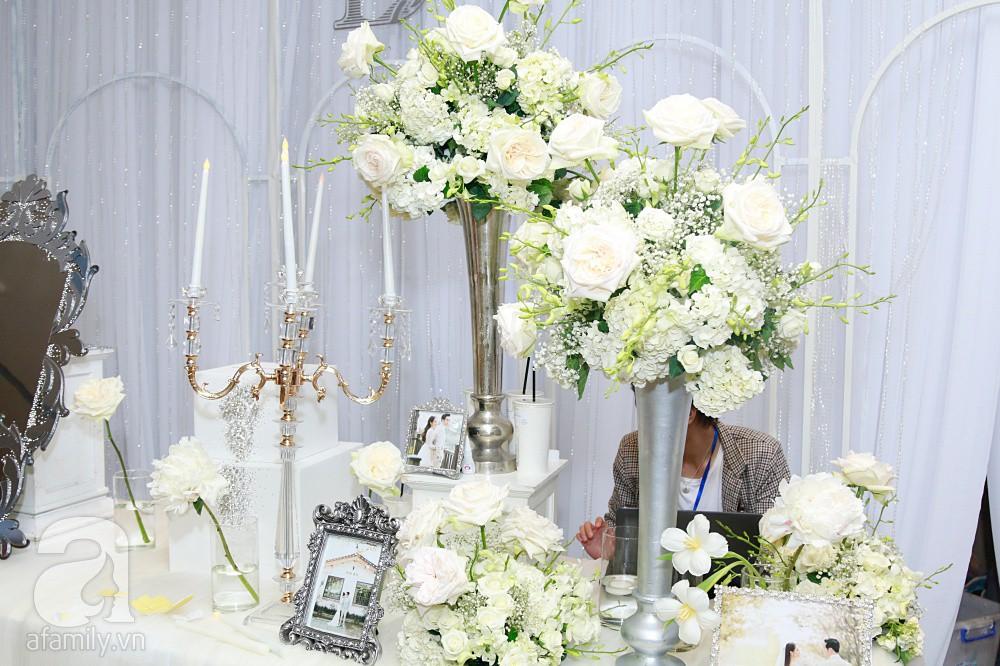 Cận cảnh không gian tiệc cưới xa hoa với thực đơn 5 sao đắt đỏ và hoa tươi tiền tỷ của Dương Khắc Linh - Sara Lưu-14