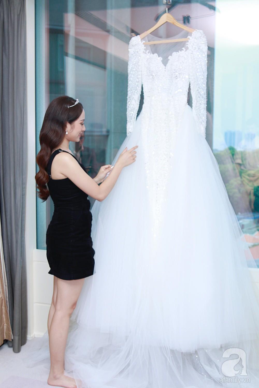 Sara Lưu âu yếm Dương Khắc Linh trong phòng cưới trước giờ G-1