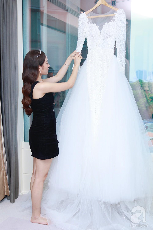 Sara Lưu âu yếm Dương Khắc Linh trong phòng cưới trước giờ G-2