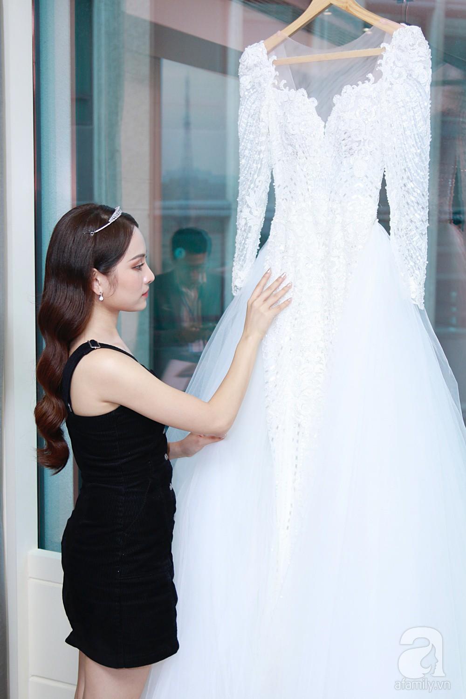 Sara Lưu âu yếm Dương Khắc Linh trong phòng cưới trước giờ G-4