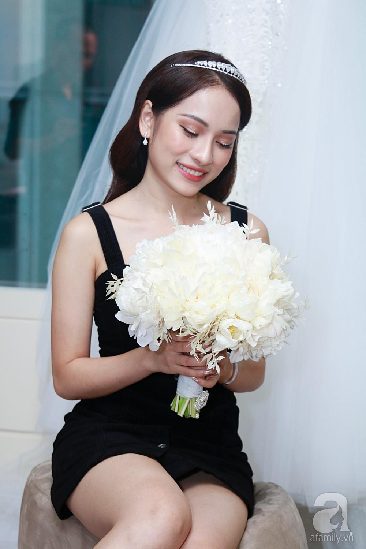 Sara Lưu âu yếm Dương Khắc Linh trong phòng cưới trước giờ G-8