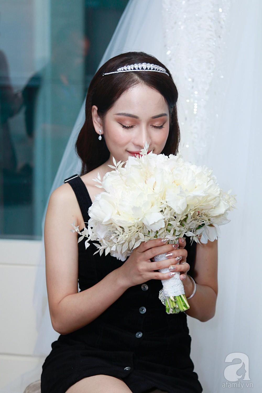 Sara Lưu âu yếm Dương Khắc Linh trong phòng cưới trước giờ G-9