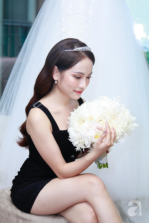 Sara Lưu âu yếm Dương Khắc Linh trong phòng cưới trước giờ G-10