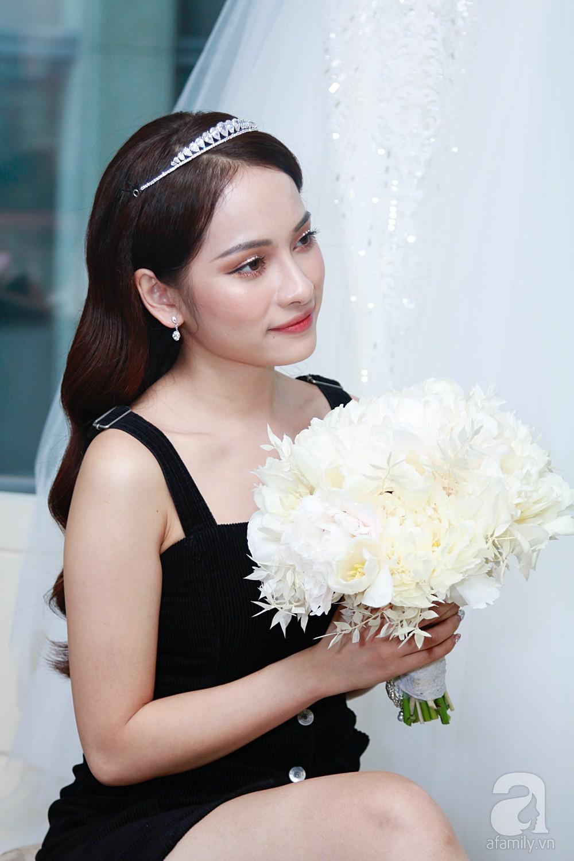 Sara Lưu âu yếm Dương Khắc Linh trong phòng cưới trước giờ G-13