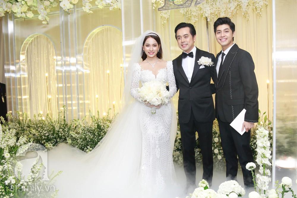 Tiệc cưới chính thức bắt đầu, cô dâu Sara Lưu âu yếm lau nhẹ vết son của mình trên môi chú rể Dương Khắc Linh-20