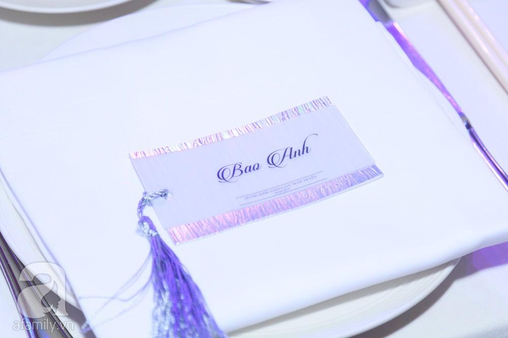 Tiệc cưới chính thức bắt đầu, cô dâu Sara Lưu âu yếm lau nhẹ vết son của mình trên môi chú rể Dương Khắc Linh-65
