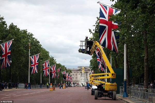 Hé lộ bất ngờ về bữa tiệc Hoàng gia Anh tiếp đãi Tổng thống Trump: Mất tới 6 tháng chuẩn bị, không được sai sót dù chỉ một chiếc ly-3