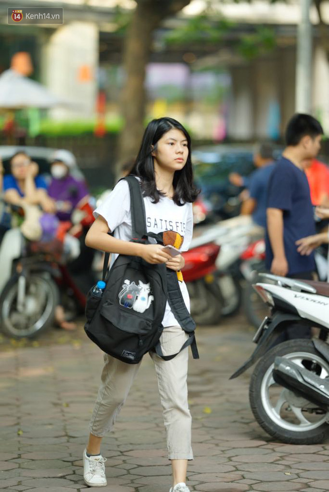 Ngày thi vào lớp 10 thứ hai: Thí sinh các tỉnh dự thi trường chuyên ở Hà Nội nhận xét đề Tiếng Anh rất dễ, tự tin được 9 điểm-5