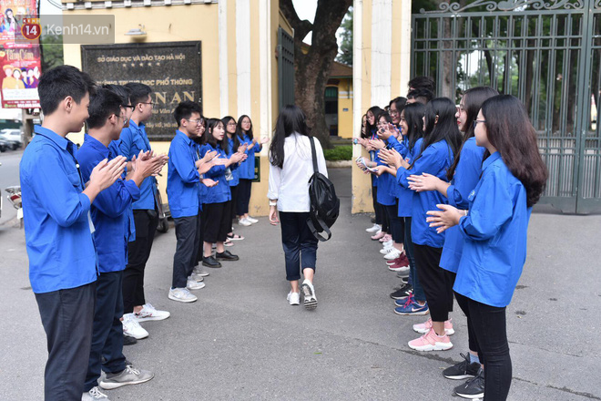 Ngày thi vào lớp 10 thứ hai: Thí sinh các tỉnh dự thi trường chuyên ở Hà Nội nhận xét đề Tiếng Anh rất dễ, tự tin được 9 điểm-20