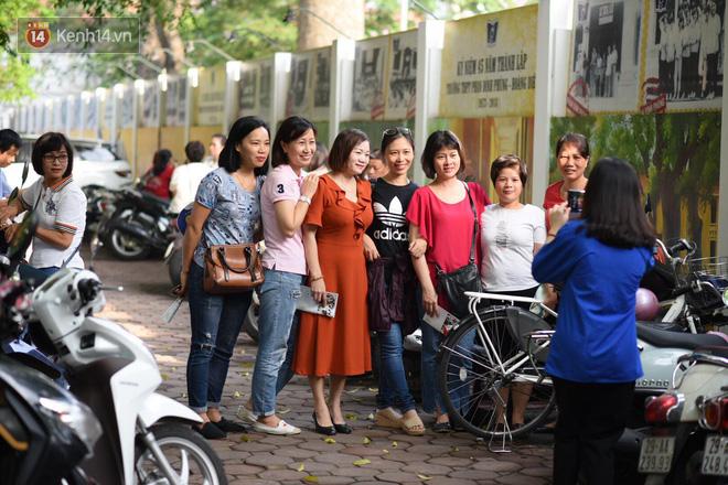 Ngày thi vào lớp 10 thứ hai: Thí sinh các tỉnh dự thi trường chuyên ở Hà Nội nhận xét đề Tiếng Anh rất dễ, tự tin được 9 điểm-24