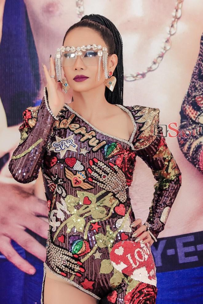 Bắt chước Lisa (BlackPink): Phượng Chanel cưa sừng làm nghé không phải lối, Thu Minh bị nghi dùng đồ nhái-3