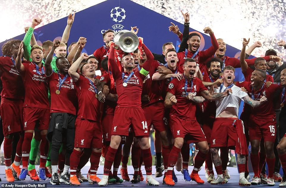Liverpool rước cúp vô địch Champions League: Biển người nhuộm đỏ thành phố cảng sau 14 năm mòn mỏi chờ đợi-14