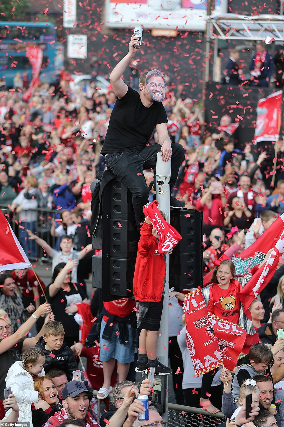 Liverpool rước cúp vô địch Champions League: Biển người nhuộm đỏ thành phố cảng sau 14 năm mòn mỏi chờ đợi-7
