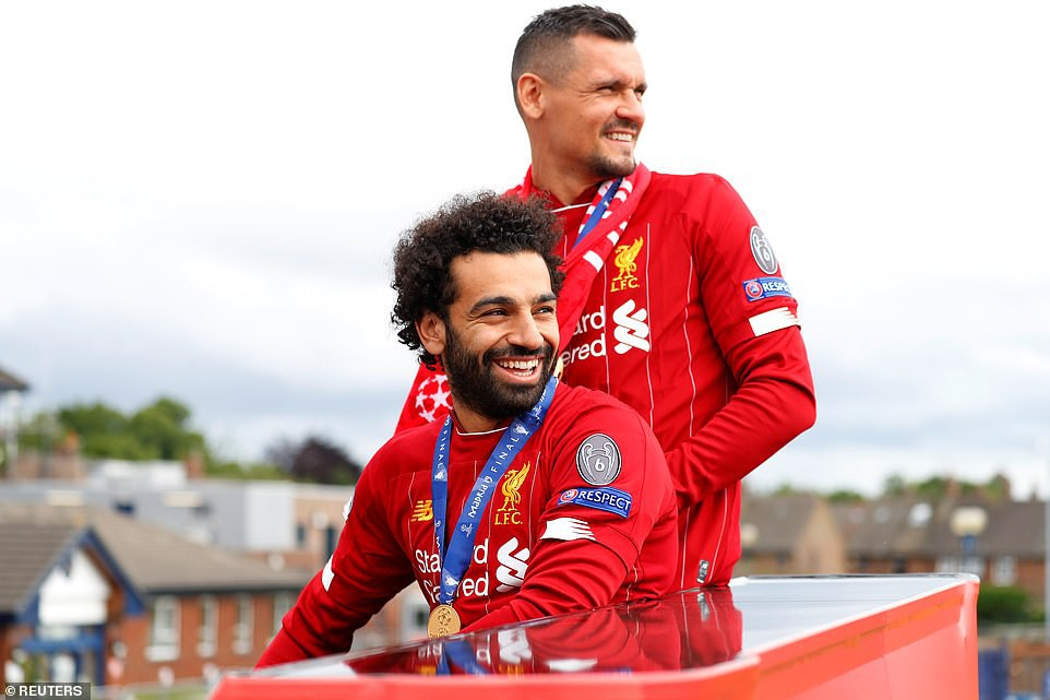 Liverpool rước cúp vô địch Champions League: Biển người nhuộm đỏ thành phố cảng sau 14 năm mòn mỏi chờ đợi-4