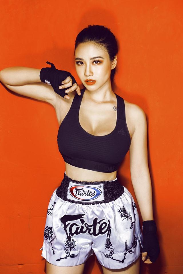 Tạo dáng hớ hênh, Linh Miu bị chỉ trích vì vô tình lộ hình xăm chỗ hiểm-5