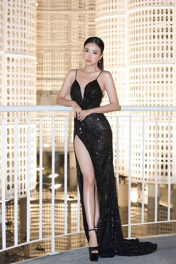 Hoa hậu Tiểu Vy, Á hậu Thuý An diện váy xẻ táo bạo khoe nhan sắc nữ thần-3