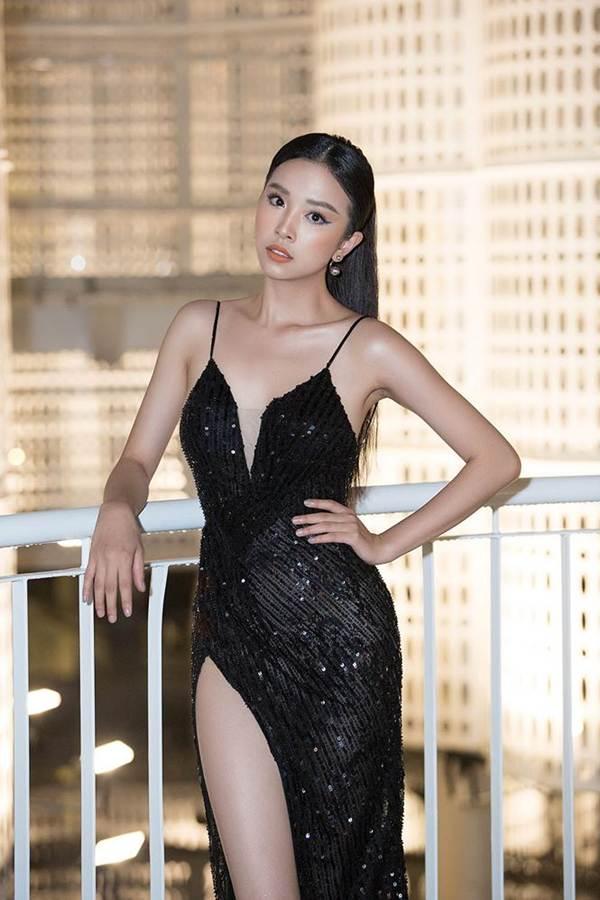 Hoa hậu Tiểu Vy, Á hậu Thuý An diện váy xẻ táo bạo khoe nhan sắc nữ thần-4
