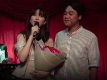Hòa Minzy bất ngờ bị chỉ trích làm lố khi vừa hát, vừa quỳ gối cầu hôn bạn trai thiếu gia giữa đông người