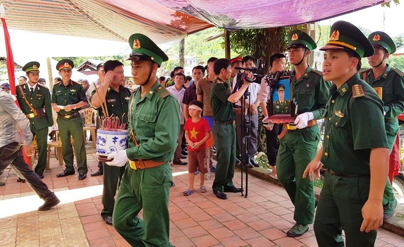 Nghẹn ngào tiễn đưa Thiếu tá biên phòng Thanh Hóa hi sinh khi bắt ma túy-3