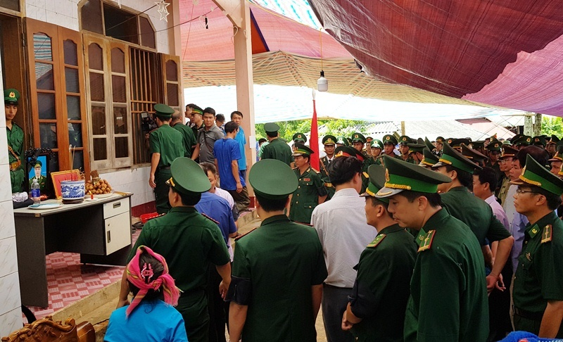 Nghẹn ngào tiễn đưa Thiếu tá biên phòng Thanh Hóa hi sinh khi bắt ma túy-6
