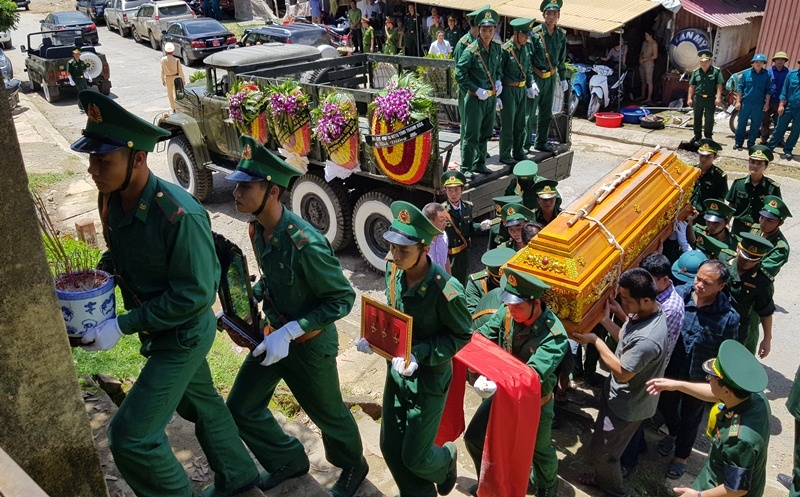 Nghẹn ngào tiễn đưa Thiếu tá biên phòng Thanh Hóa hi sinh khi bắt ma túy-8