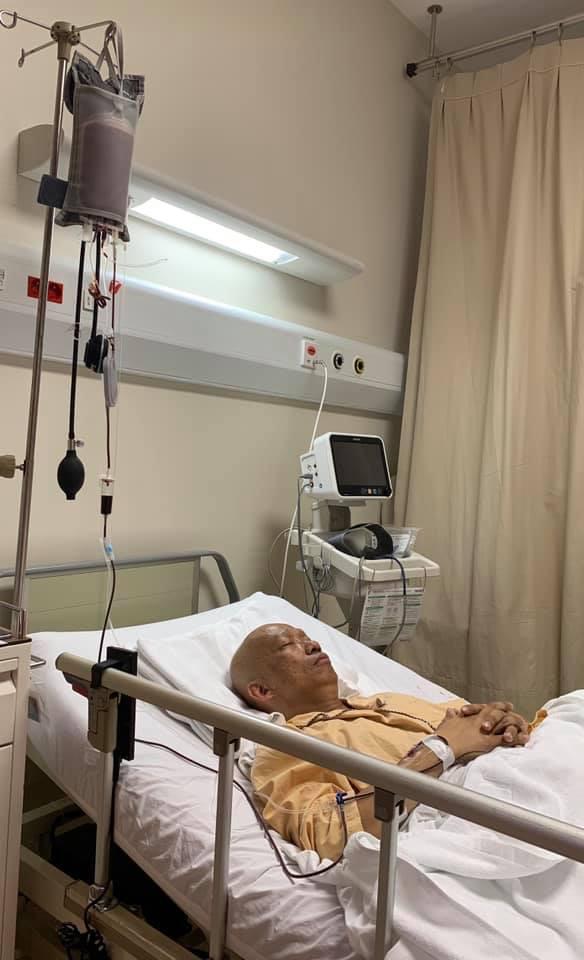 Không nhận ra nhạc sĩ Xuân Hiếu thư sinh ngày nào với hình ảnh đầu trọc lốc, da sạm màu vì xạ trị ung thư-2