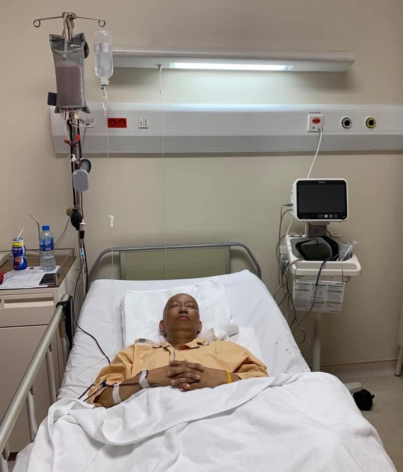 Không nhận ra nhạc sĩ Xuân Hiếu thư sinh ngày nào với hình ảnh đầu trọc lốc, da sạm màu vì xạ trị ung thư-3