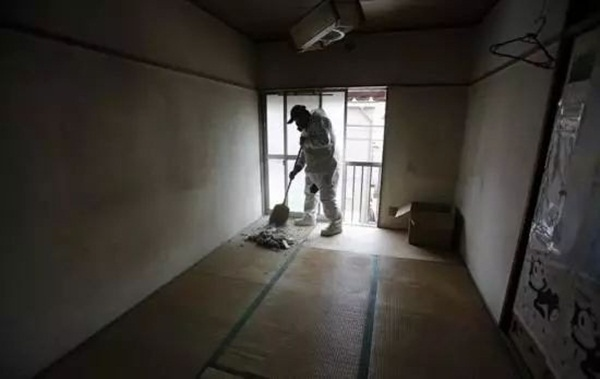 Từ nhặt tử thi đến xin lỗi hộ, đây là những nghề nghiệp kỳ quặc chỉ có ở Nhật Bản-4