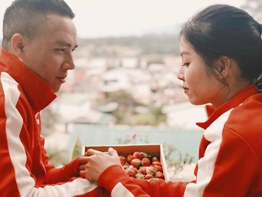 MC Hoàng Linh cùng bạn trai diện áo đôi trong loạt ảnh tình tứ tại Đà Lạt-3