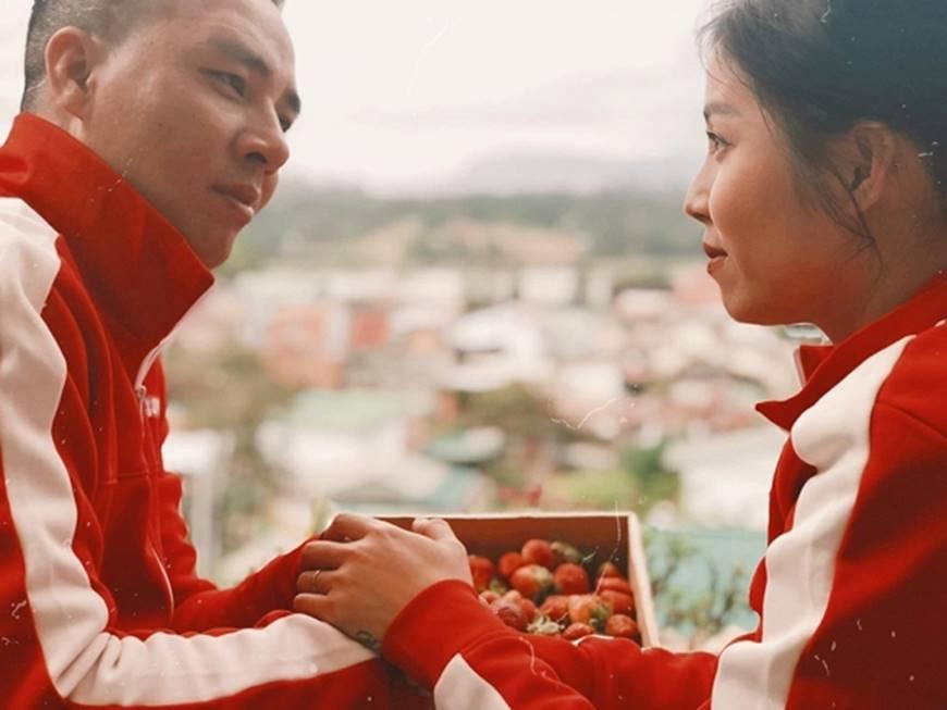 MC Hoàng Linh cùng bạn trai diện áo đôi trong loạt ảnh tình tứ tại Đà Lạt-4