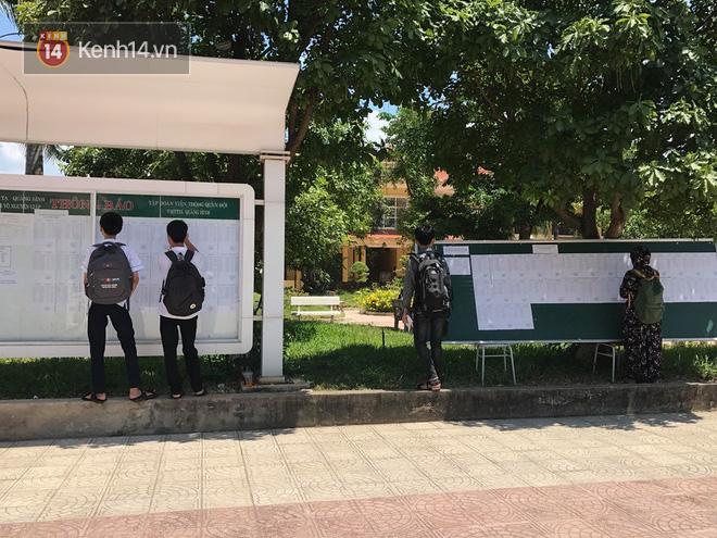 6400 học sinh Quảng Bình đội nắng 36 độ thi lại môn Văn: Quá vô lý vì lỗi của người ra đề và giám thị nhưng bọn em phải chịu trách nhiệm-7