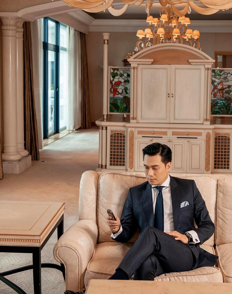 Giữa lúc thông tin vợ chồng trục trặc rộ lên, cả hai vợ chồng diễn viên Việt Anh đều cập nhật trạng thái độc thân.-3