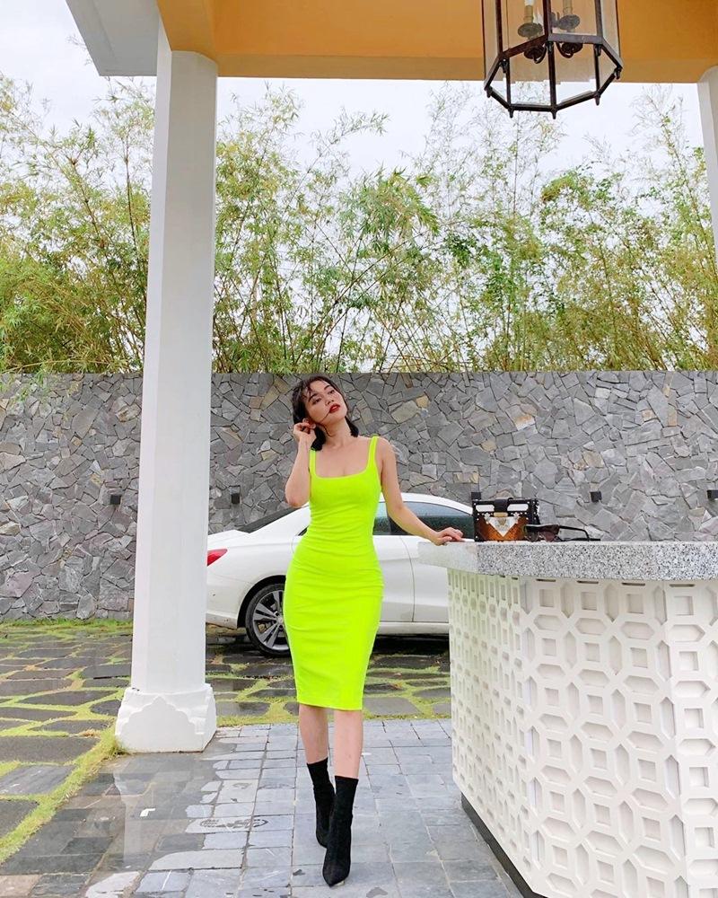 Hương Tràm hết khoe da đẹp đến street style chất lừ ở Mỹ - Sĩ Thanh lên đồ chói chang ngày hè-2