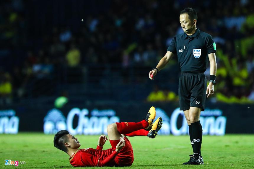 Công Phượng bị chơi xấu, Quang Hải nổi giận chỉ tay vào mặt đối thủ-10