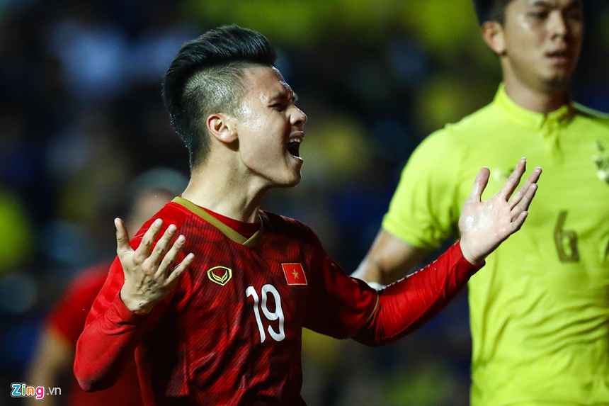 Công Phượng bị chơi xấu, Quang Hải nổi giận chỉ tay vào mặt đối thủ-11