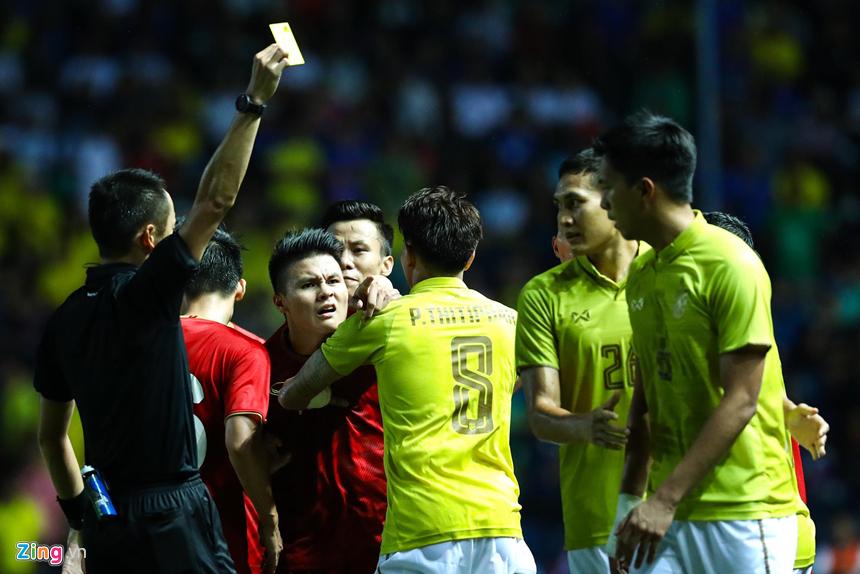 Công Phượng bị chơi xấu, Quang Hải nổi giận chỉ tay vào mặt đối thủ-4