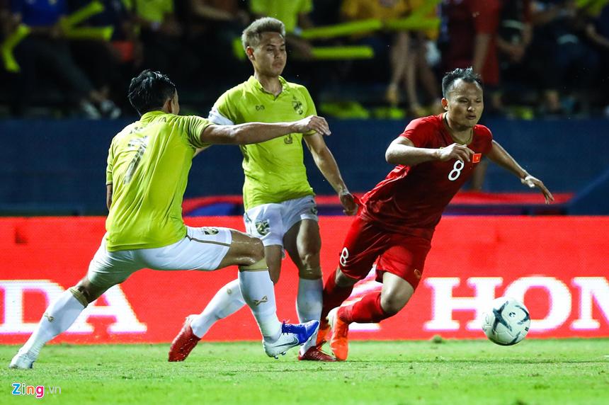 Công Phượng bị chơi xấu, Quang Hải nổi giận chỉ tay vào mặt đối thủ-9