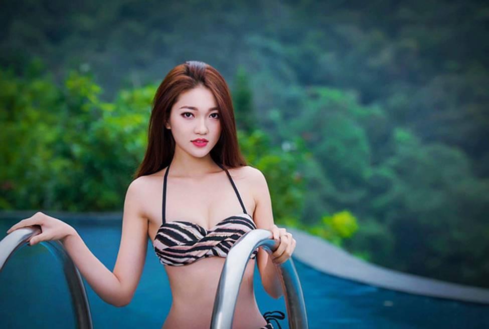 Bạn gái tin đồn của tiền vệ Văn Đức gợi cảm với loạt ảnh bikini-3