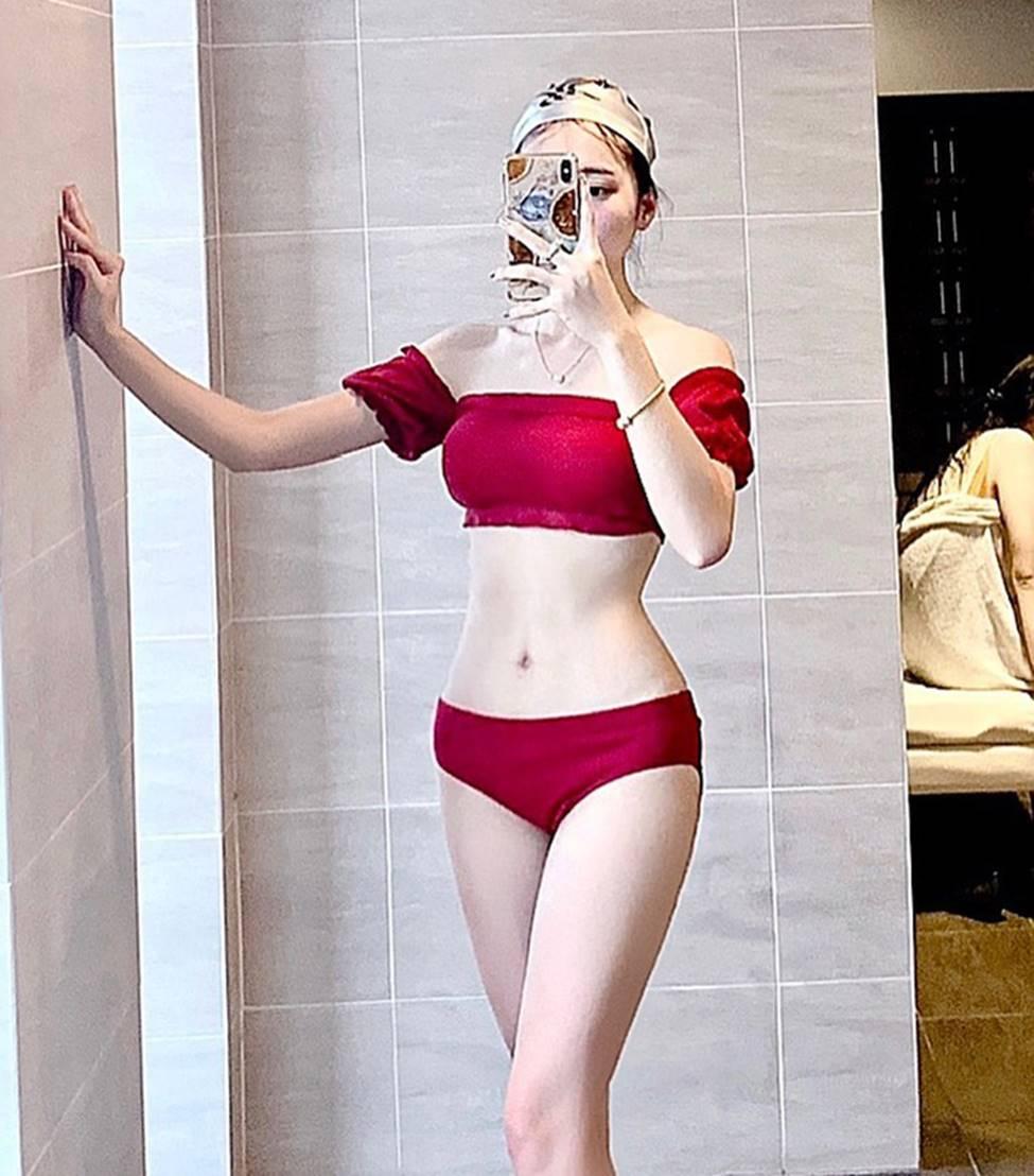 Bạn gái tin đồn của tiền vệ Văn Đức gợi cảm với loạt ảnh bikini-4