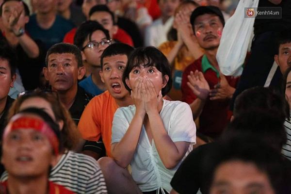 Nhìn lại chuỗi cảm xúc biến động của CĐV Việt Nam trong trận thắng ngộp thở 1-0 trước Thái Lan-4