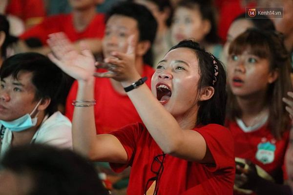 Nhìn lại chuỗi cảm xúc biến động của CĐV Việt Nam trong trận thắng ngộp thở 1-0 trước Thái Lan-6